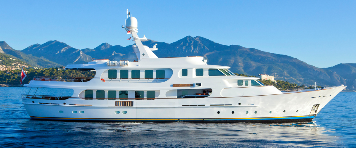 Pamela V by Hakvoort with naval architecture by Diana Yacht Design