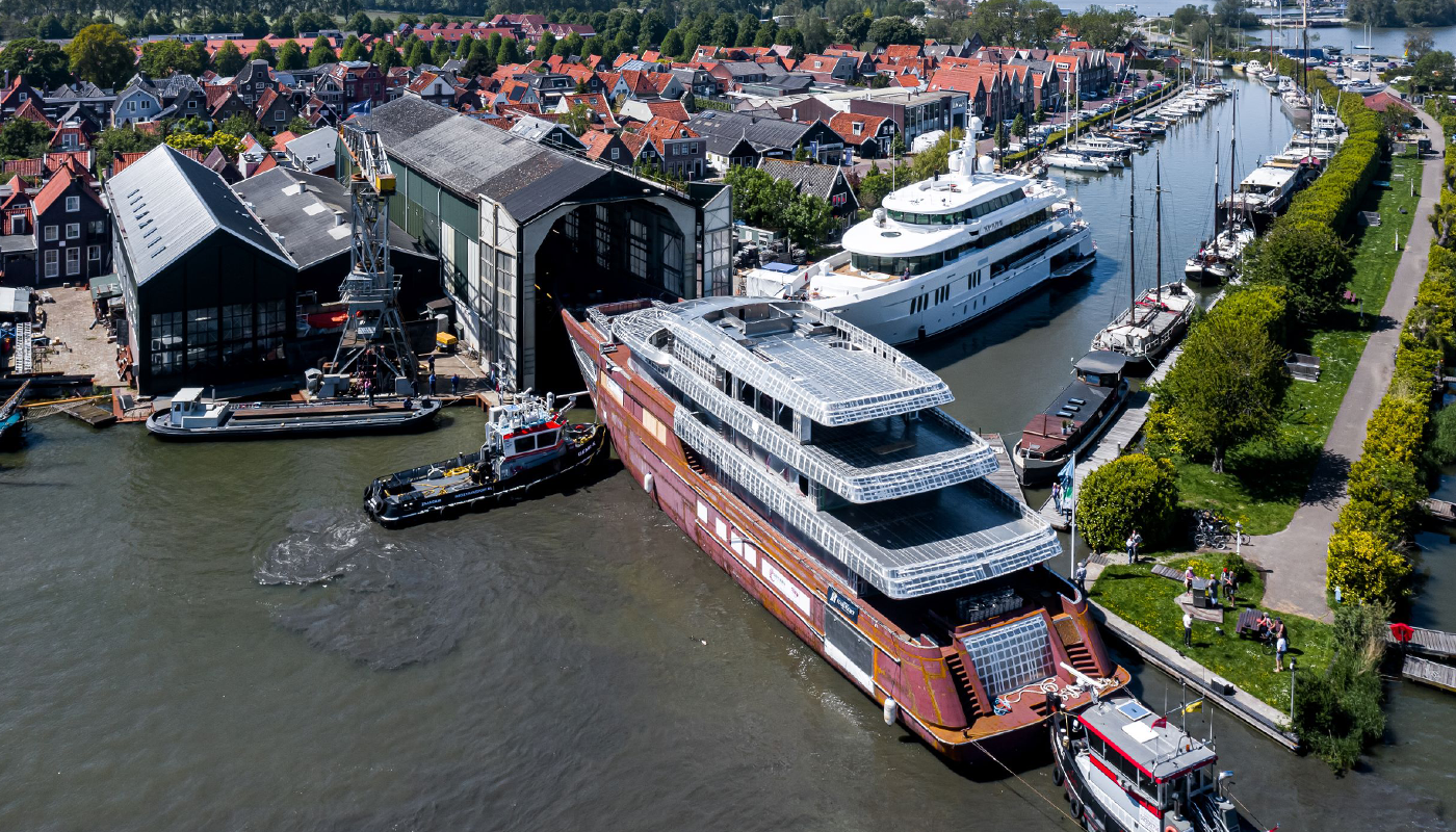 Project Asia arriving at Royal Hakvoort Shipyard