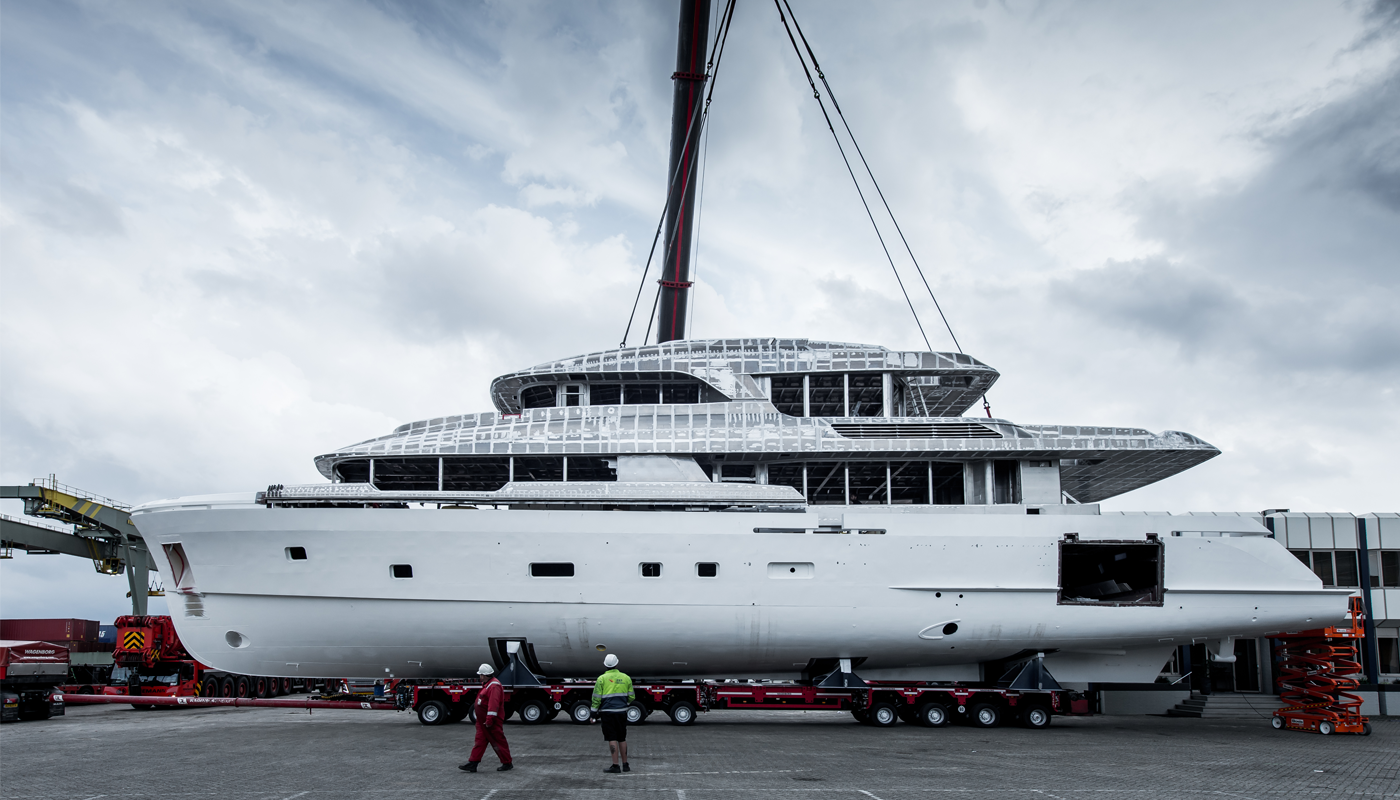 Moonen YN200 - Merge hull and superstructure