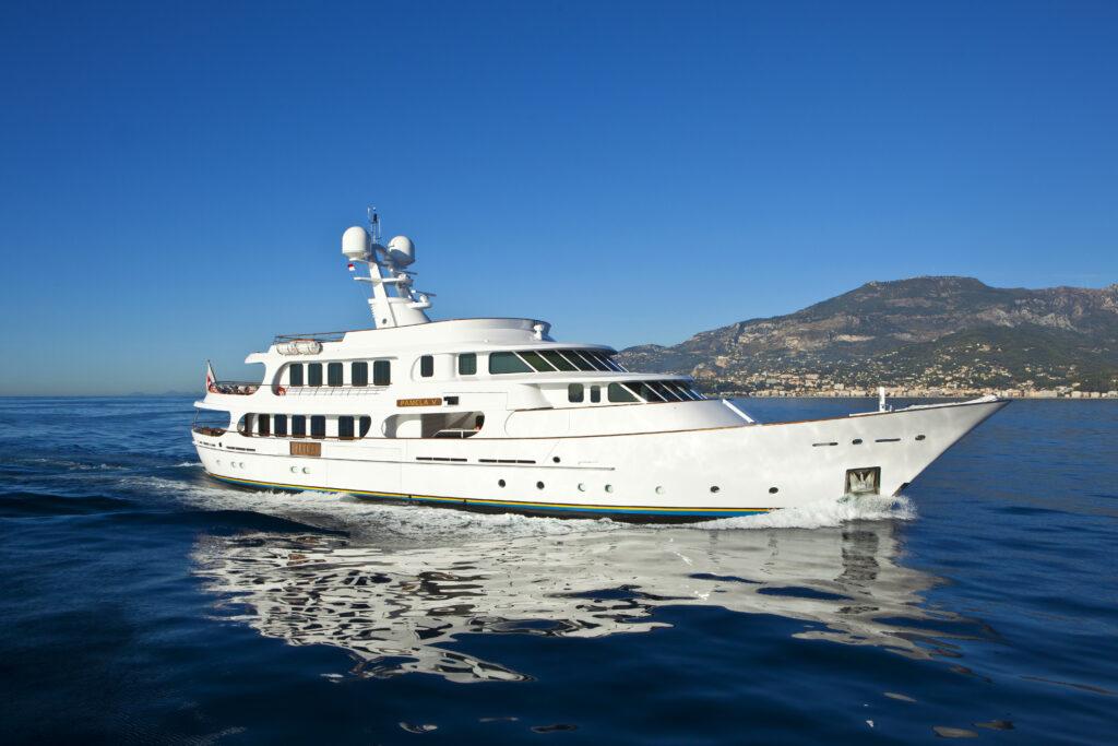 Motor yacht Pamela V cruising