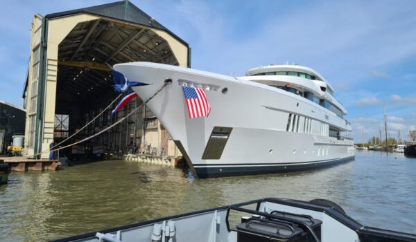 Launch Top Five II at Hakvoort shipyard in Monnickendam